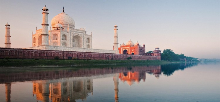 India_Taj_Mahal-City_Travel_wallpaper_1366x768.jpg
